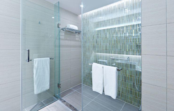 Modern frameless shower enclosure | Demers Glass AZ