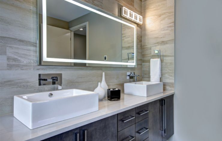 Modern bathroom with large mirror | Demers Glass AZ